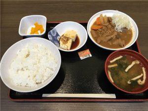 【江戸川競艇場】笑和の特製もつ煮込み定食