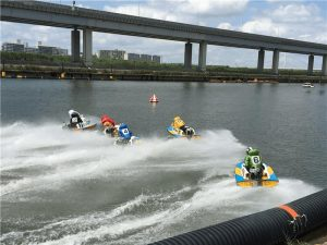 江戸川競艇場の第1ターンマークの攻防
